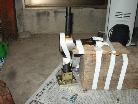 座金と金具で固定する治具を作ってみてたり。